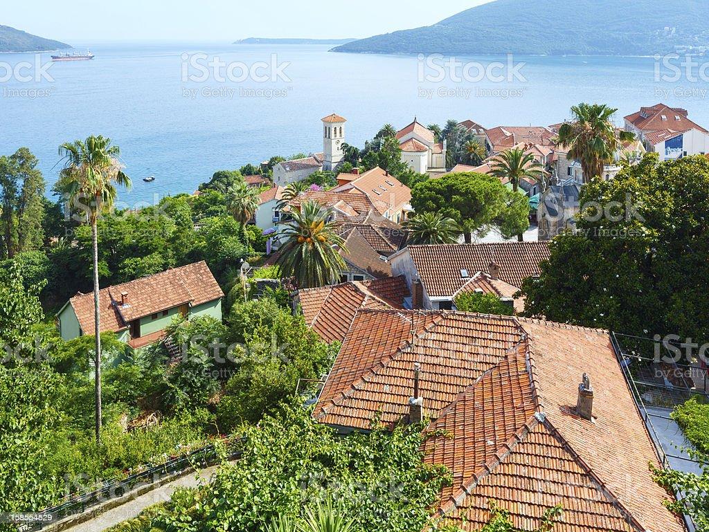 베이 오브 코토르 및 Herceg 노비 떠들썩해질 (366평방피트) royalty-free 스톡 사진