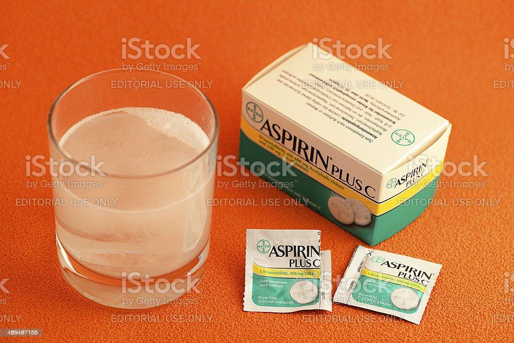 Bayer Aspirin Plus C Fizzy Tablet Dissolving In Water Stock Photo