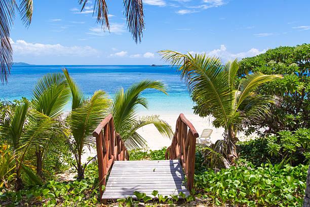 Zugang zum Strand auf einer tropischen Insel – Foto