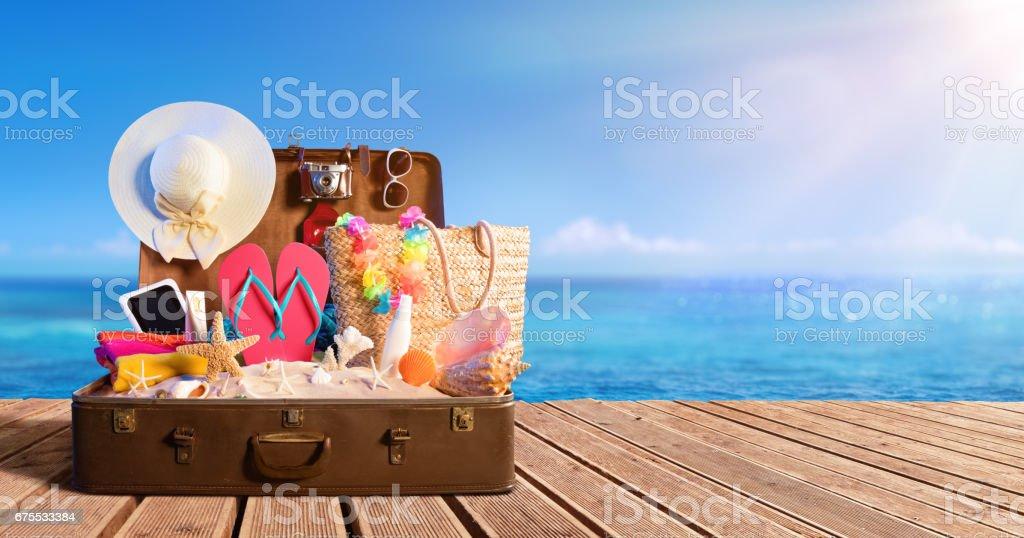 Beach Accessories In Suitcase On Beach - Travel Concept Lizenzfreies stock-foto