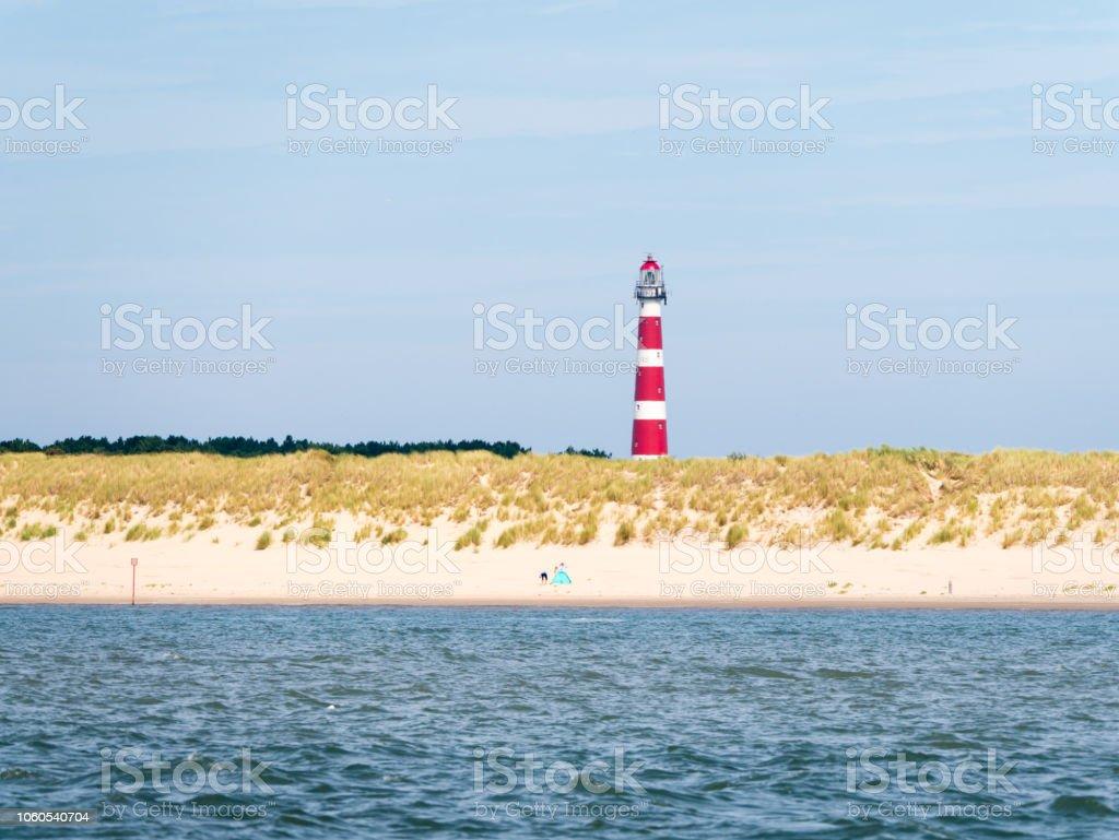 Strand und Leuchtturm von Ameland Insel im Wattenmeer, Friesland, Niederlande – Foto