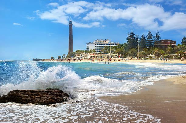 Playa y faro de Maspalomas. Gran Canaria, Islas Canarias - foto de stock