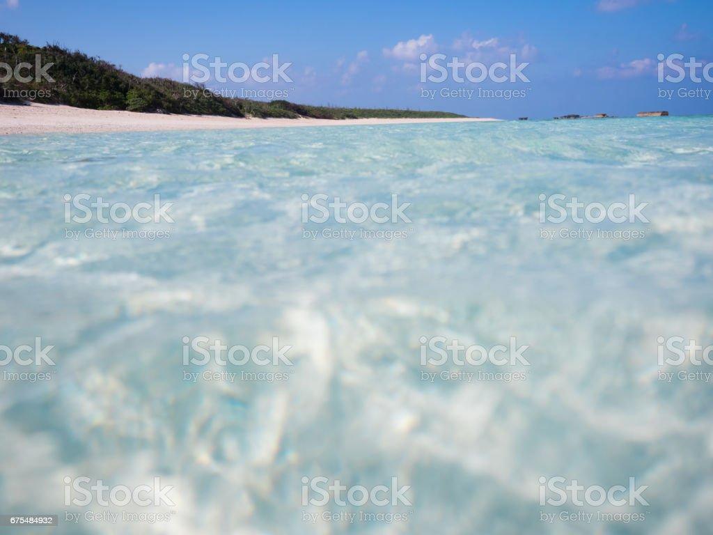 Beach and shining sea photo libre de droits