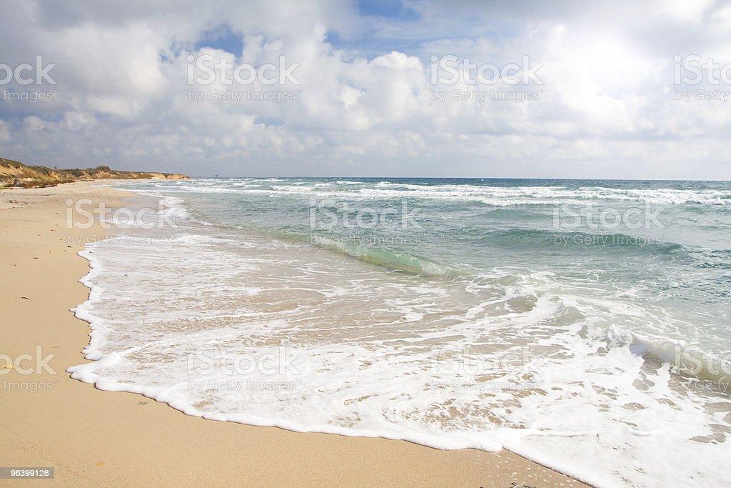 嵐のビーチと海 - カラー画像のロイヤリティフリーストックフォト