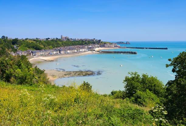 Strand und Stadt in Cancale, Smaragd Küste der Nord-Bretagne in Frankreich – Foto