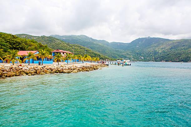beach and tropical resort, labadee island, haiti. - turkse etniciteit stockfoto's en -beelden
