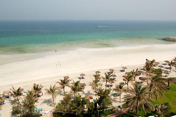 Beach und dem türkisfarbenen Wasser des Luxus hotel, Ajman, VAE – Foto