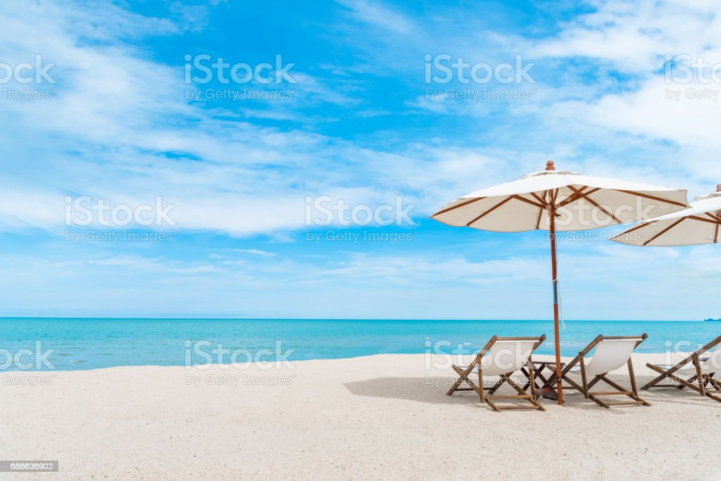 Beach chair with umbrella with blue sky on tropical beach. Lizenzfreies stock-foto