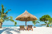 ビーチチェアおよび傘の島、プーケット(タイ)