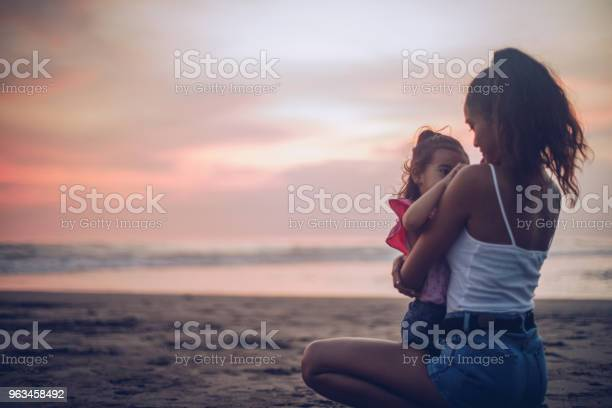 Diversión En La Playa Foto de stock y más banco de imágenes de Adulto
