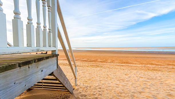 beach hut horizon Horizon view from a beach hut at low tide. beach hut stock pictures, royalty-free photos & images