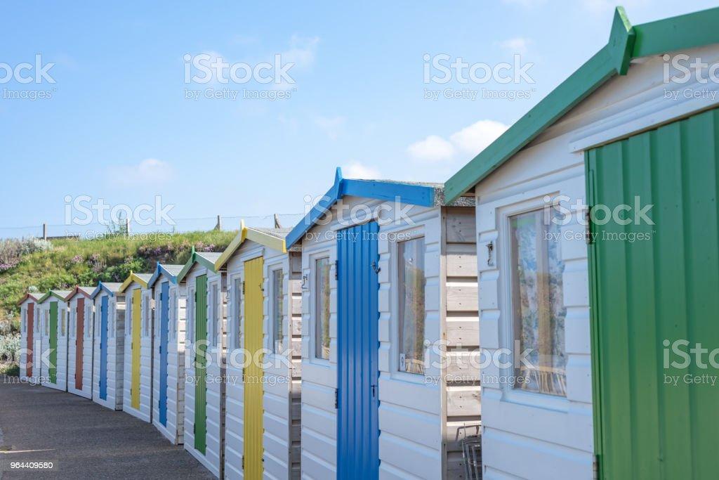 Cabanas de praia na Bude, Cornwall - Foto de stock de Abrigo de Jardim royalty-free