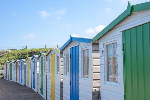 Foto de Cabanas De Praia Na Bude Cornwall e mais fotos de stock de Abrigo de Jardim