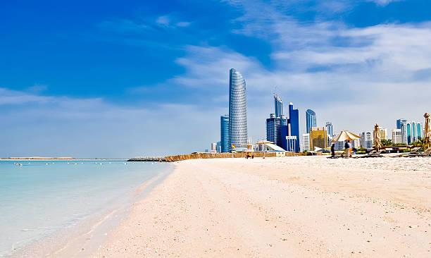 пляж в абу-даби, оаэ - abu dhabi стоковые фото и изображения
