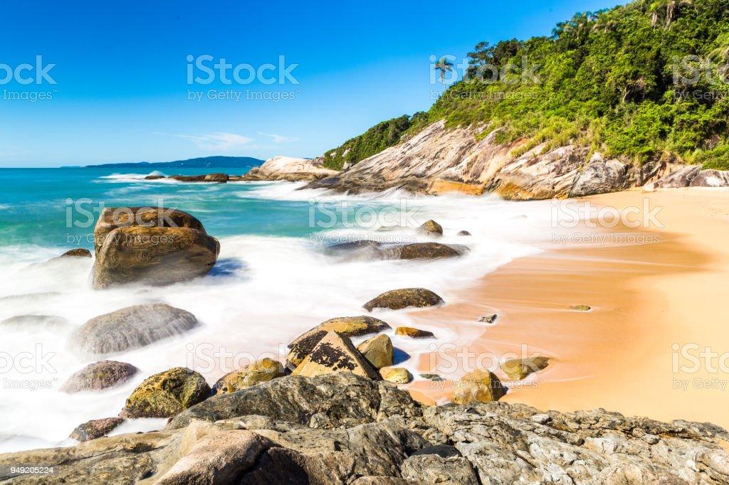 Praia em Balneário Camboriú, Santa Catarina, Brasil. Praia do Estaleirinho. - foto de acervo