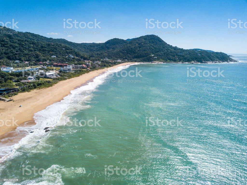 Praia em Balneário Camboriú, Santa Catarina, Brasil. Praia do Estaleirinho. Vista aérea. - foto de acervo