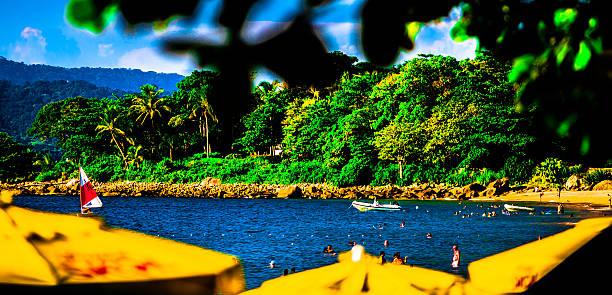 Praia de Ilhabela, costa norte de São Paulo, Brasil - foto de acervo
