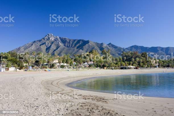Plaża W Marbelli Na Costa Del Sol W Hiszpanii - zdjęcia stockowe i więcej obrazów Marbella