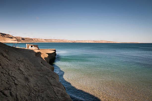 Playa de puerto madryn argentina patagonia con una cámara - foto de stock
