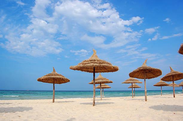 strand in der stadt von süß - urlaub in tunesien stock-fotos und bilder