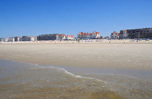"""strandleben im belgien north sea shore """" - nordsee urlaub hotel stock-fotos und bilder"""
