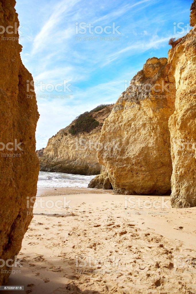 Beach of Algarve and Atlantic Ocean - fotografia de stock