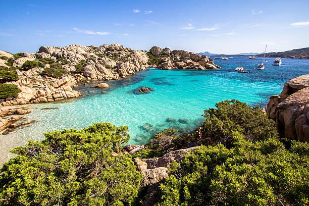 spiaggia di cala coticcio, sardegna, italia - sardegna foto e immagini stock