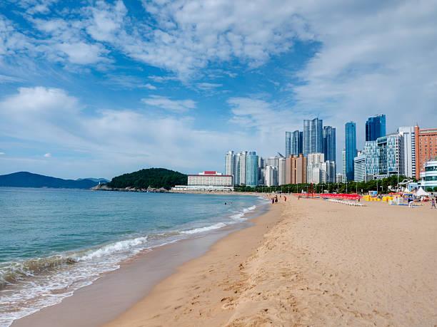 ビーチ、釜山の海雲台、韓国 - 釜山 ストックフォトと画像