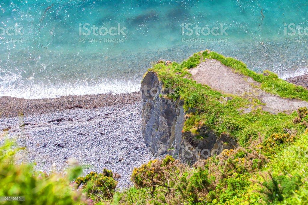 Praia de silêncio, Astúrias, Espanha. - Foto de stock de Arbusto royalty-free