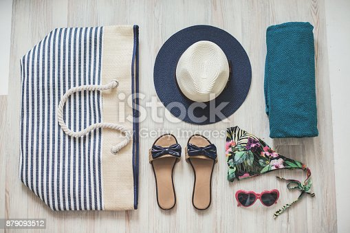 istock Beach outfit 879093512