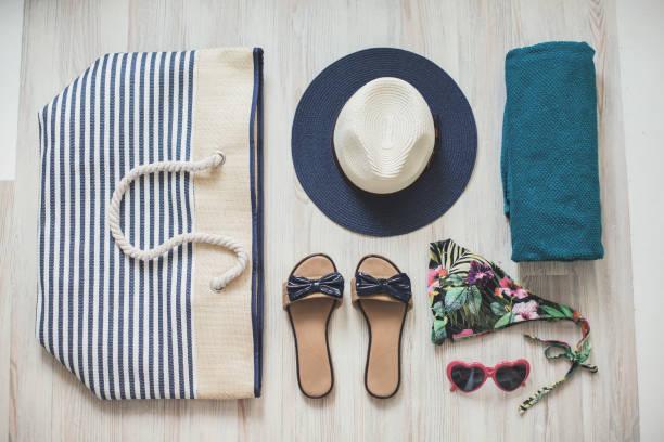 traje de playa - bolsa objeto fabricado fotografías e imágenes de stock