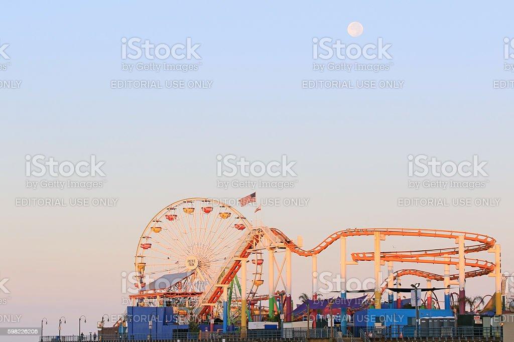 Beach pier amusement park at sunrise foto royalty-free