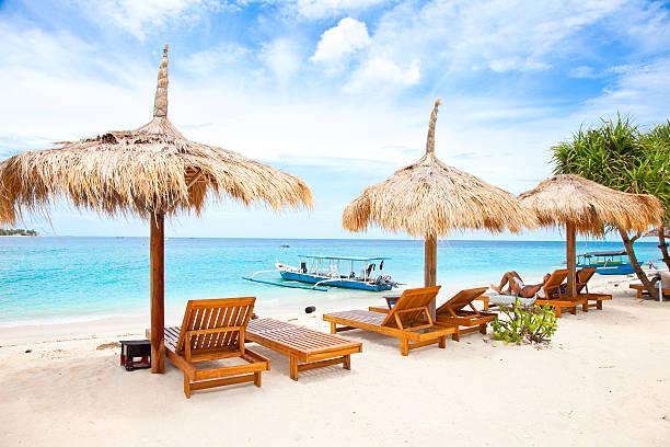 beach rest pavillion in gili islands, meno - lombok stockfoto's en -beelden