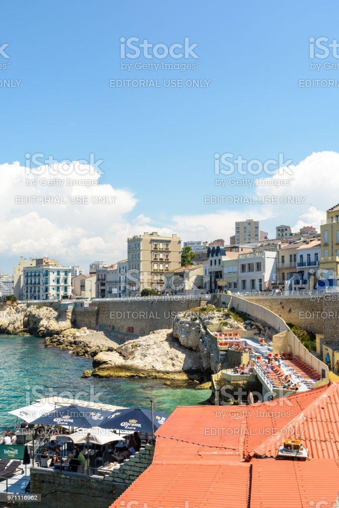 Restaurantes De Playa Colgadas A La Costa Entre El Mar Y La