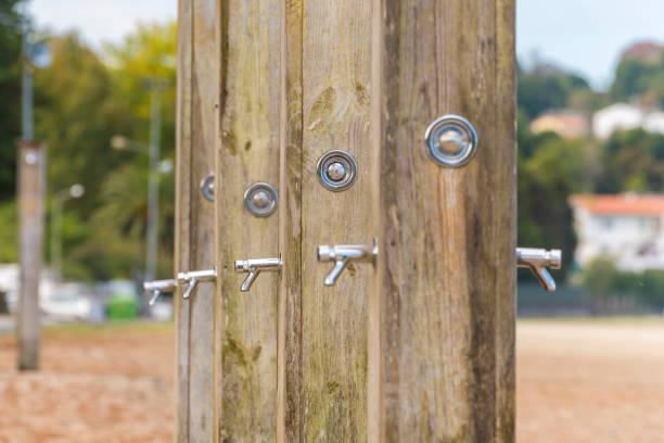 Gemeinschaftsdusche - Bilder und Stockfotos - iStock