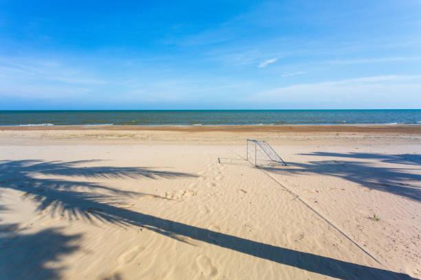 campo de futebol de praia - futebol de areia - fotografias e filmes do acervo