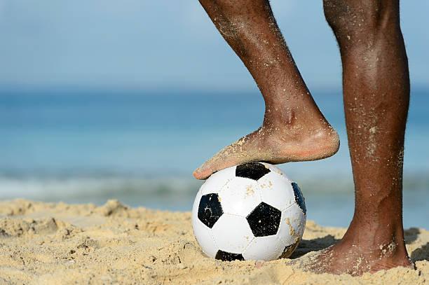futebol de praia - futebol de areia - fotografias e filmes do acervo