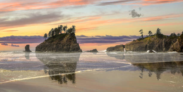 Beach sunset Sunset on second beach,La Push, Washington State, USA washington state stock pictures, royalty-free photos & images