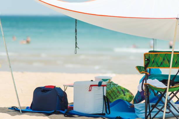 strand zelt schale - planenzelt stock-fotos und bilder