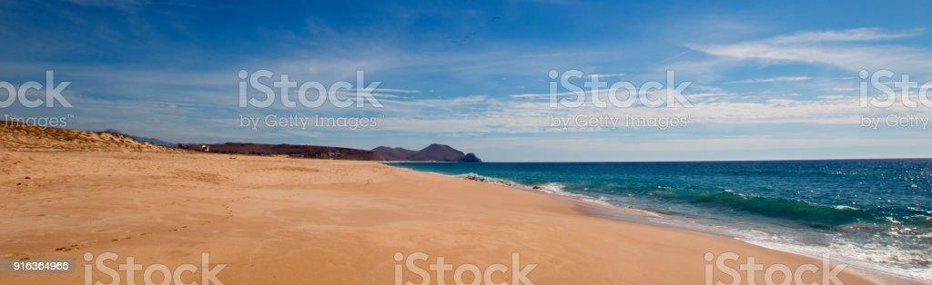 Playa cloudscape cirrus en la comunidad de artistas de Todos los Santos en BCS de México Baja California central - foto de stock