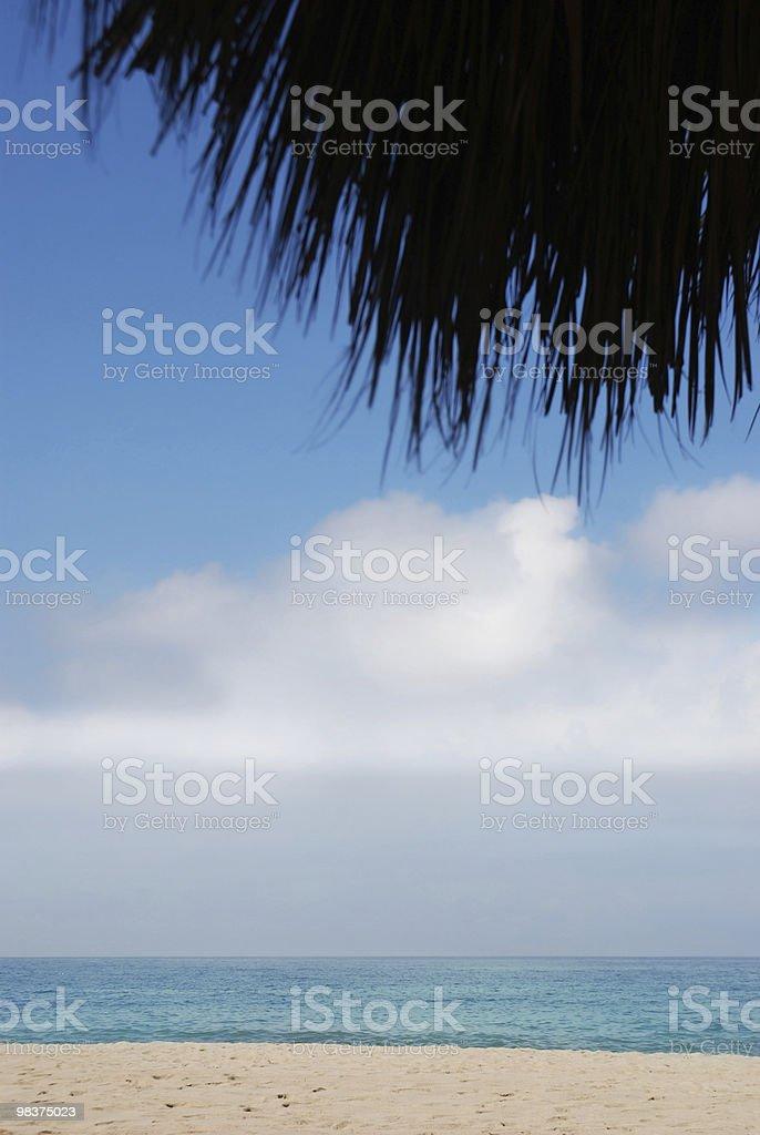 Spiaggia sotto Ombrellone foto stock royalty-free