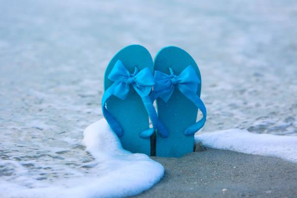 strand urlaub destination florida - flitterwochen flip flops stock-fotos und bilder