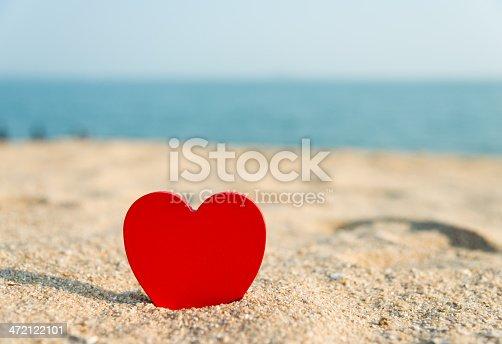 istock beach valentine 472122101