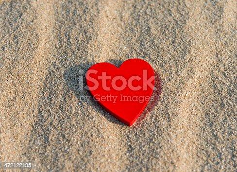 istock beach valentine 472122135