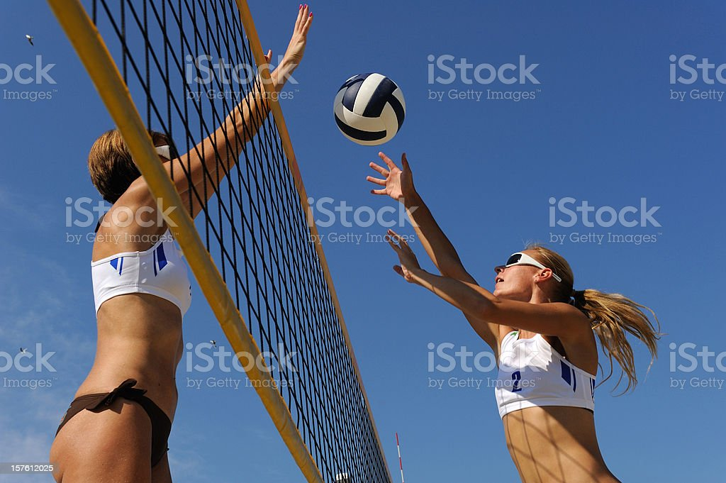 Beach volley de l'action dans l'air - Photo