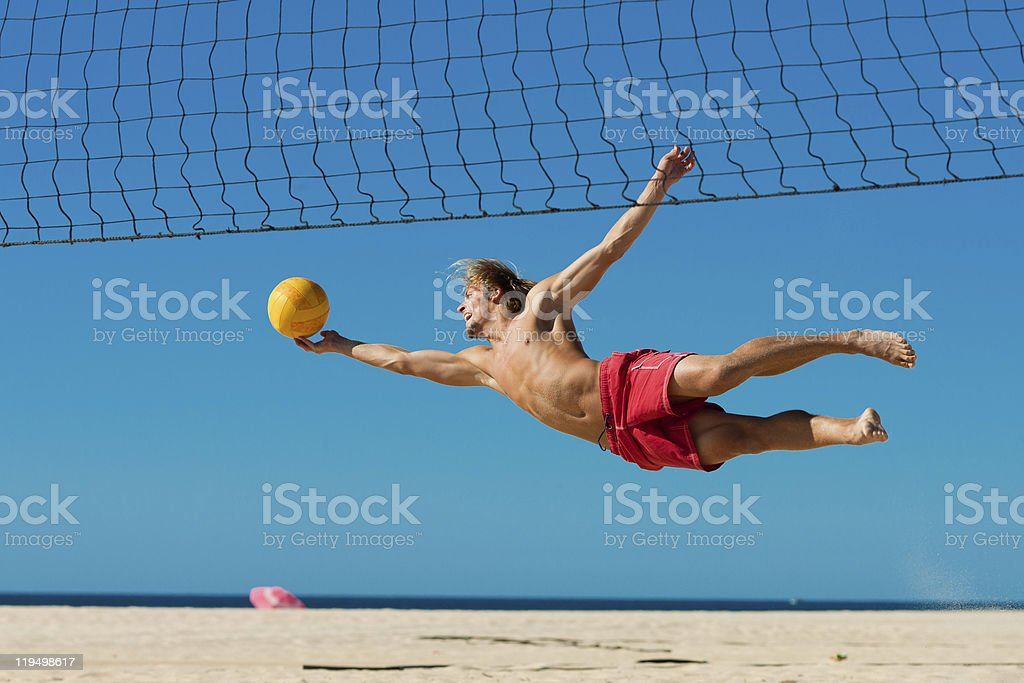 Homme sauter sur la plage-Volley-ball - Photo