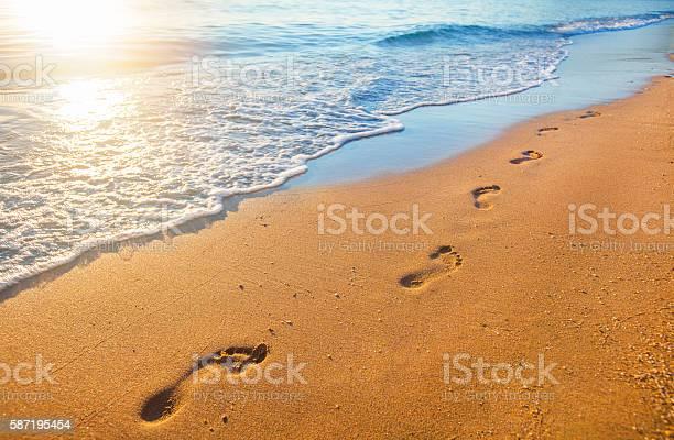 Beach wave and footprints at sunset time picture id587195454?b=1&k=6&m=587195454&s=612x612&h=anqdqfcithdlyjlmqe9dqkcmxxarn2jjvioiar xgkk=
