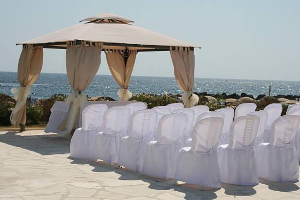 hochzeit am strand - hochzeitsreise zypern stock-fotos und bilder
