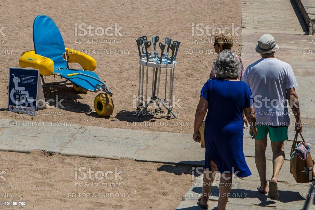 Servicio de silla de ruedas de playa - foto de stock