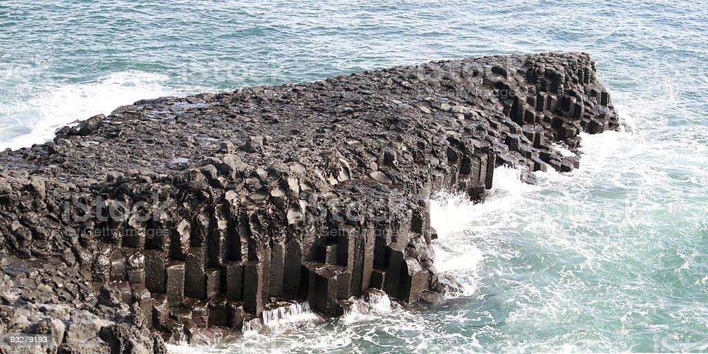 Strand mit vulkanischen columnar jointing, Jeju Island, Korea. – Foto
